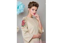 Демисезонное женское пальто с вышивкой и жемчугом