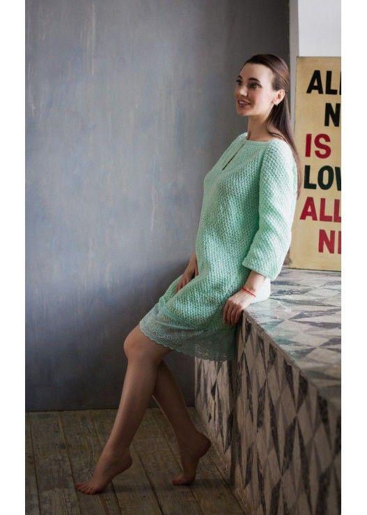 Мятное вязаное платье