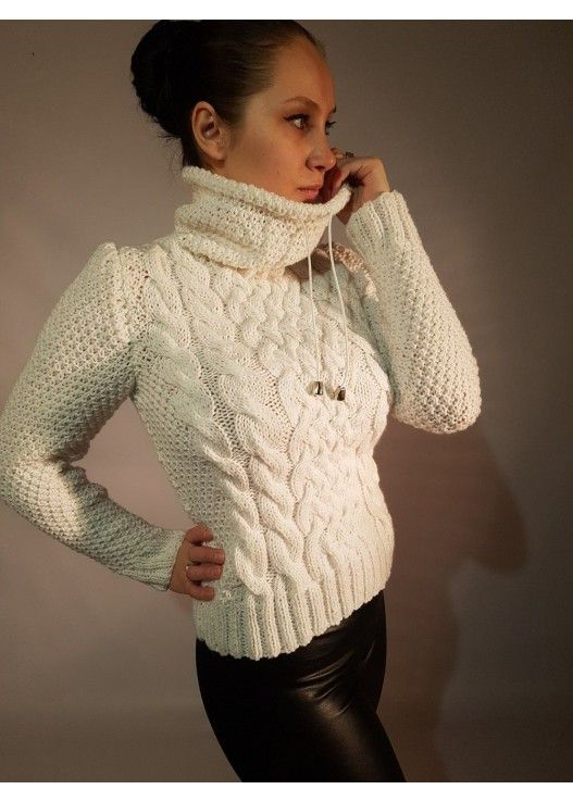 вязаный белый свитер коса