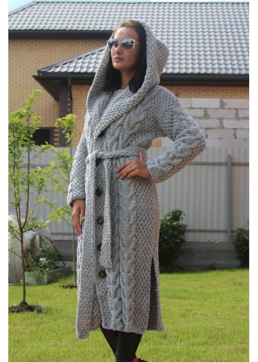 Вязаное пальто с капюшоном ручной работы