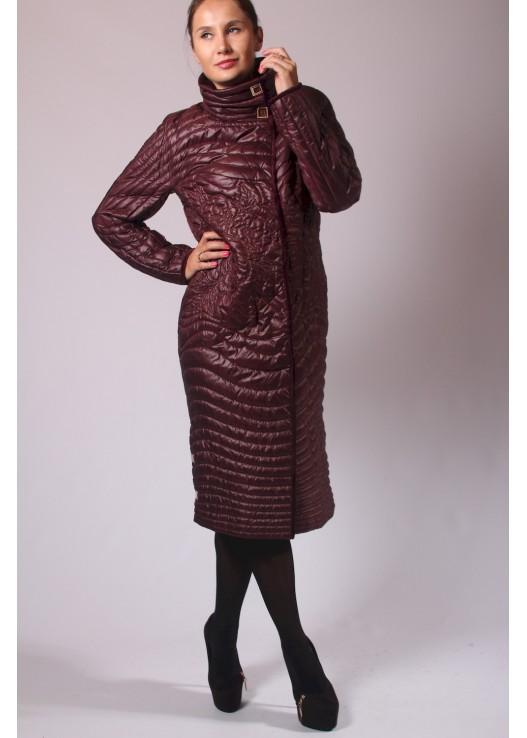 Женское стёганое пальто с вышивкой