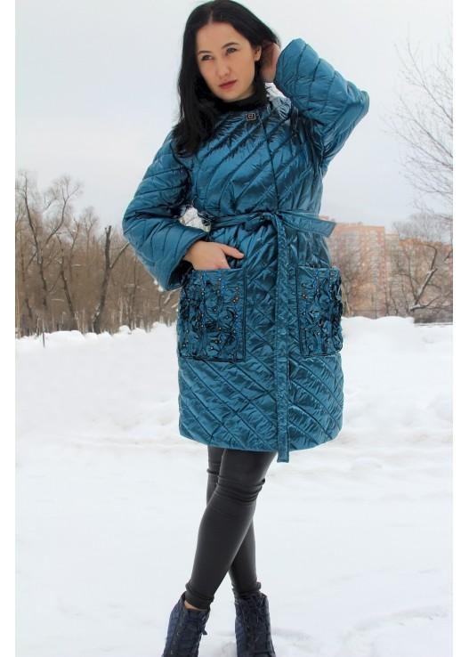 Весенняя женская куртка на утеплении