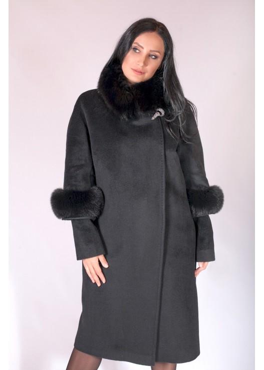 Прямое зимнее пальто с мехом