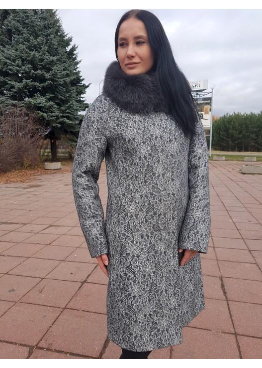 Зимнее женское пальто с кружевом