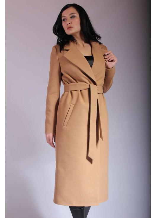 Длинное женское пальто цвета кэмел