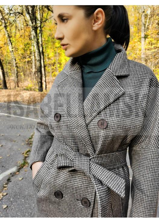 Модное женское пальто халатного типа