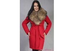 Красное зимнее пальто с мехом енот